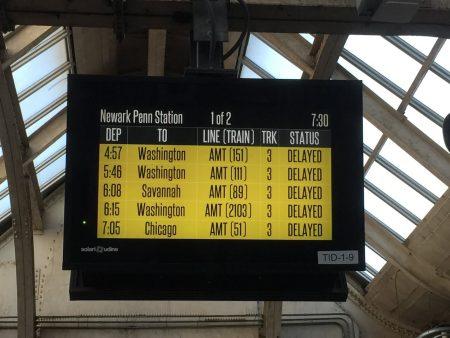 3月16日早高峰時間由於鐵路大橋堵塞,紐瓦克到紐約與賓州的車次全部晚點。