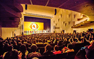 2018年3月3日晚間,神韻國際藝術團在台南第四場演出謝幕。(鄭順利/大紀元)
