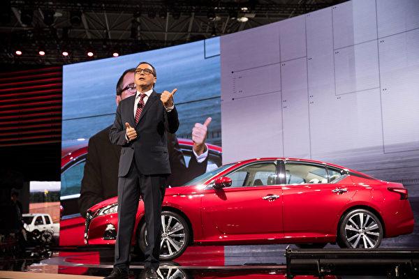 尼桑最卖座的中端轿车Altima发布全新第六代车型,2019 Altima同时标配了智能四驱和可变压缩比引擎,让四缸引擎接近六缸的动力,油耗更低又动力十足。(戴兵/大纪元)