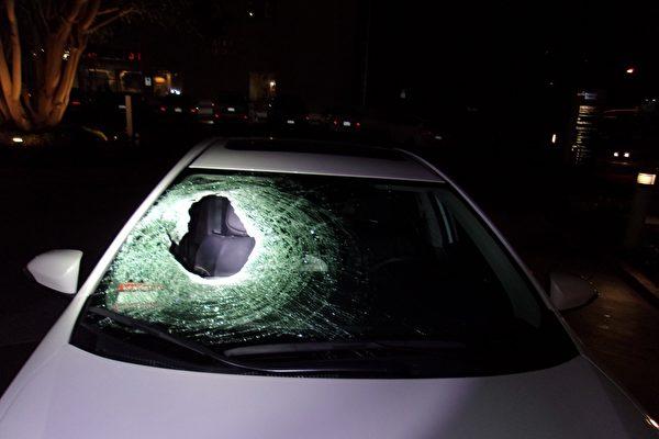 大石从天而降击穿车 23岁父亲高速路被砸身亡