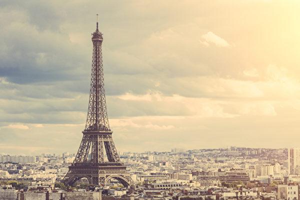 巴黎艾菲尔铁塔下的景色(Fotolia)