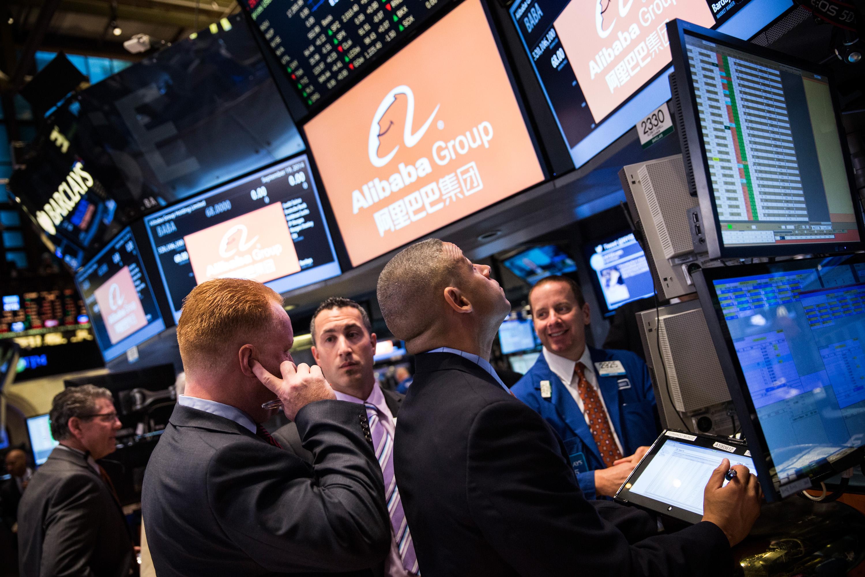 2018年的美股歷經了兩次跌幅超過10%的修正。(Andrew Burton/Getty Images)