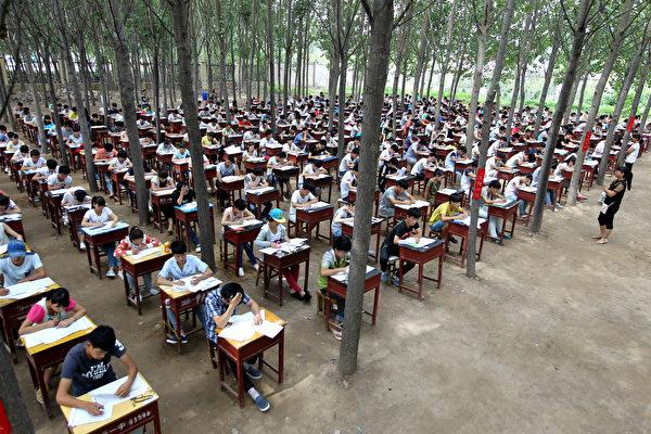到底谁上学?大陆家长热议作业该不该签字