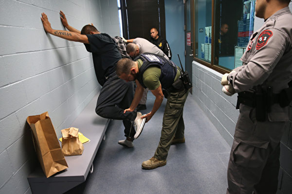 30天内3次行动 美ICE在加州抓559非法移民