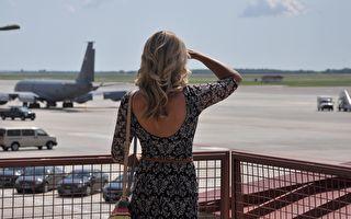 美航客服拒绝2名少女办理登机 真相令人心惊