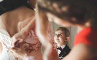 新娘向4岁继子宣读爱的告白 男孩感动崩溃大哭