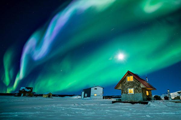 美加民眾想肉眼看北極光?最好週末出城觀察