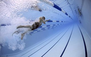 资金不足迫使学校考虑取消游泳课 政府赶来救急