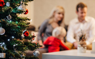 没有儿子陪伴的圣诞节 老爸落寞极了!没想到……