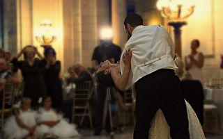 你从没见过的婚礼现场 新郎新娘竟然笑到无法结婚