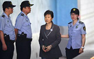 朴槿惠早年坎坷 陷入闺密干政恐在狱中度余生