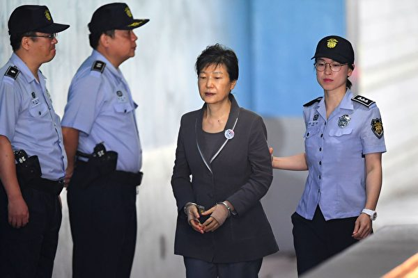 朴槿惠早年坎坷 陷入閨密干政恐在獄中度餘生