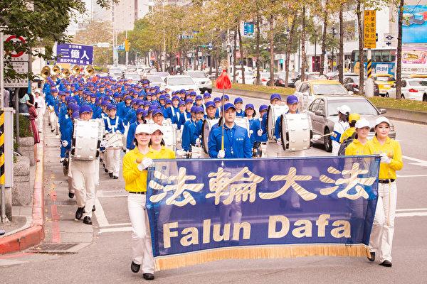 聲援中國人退出共產黨 5千法輪功學員台北遊行