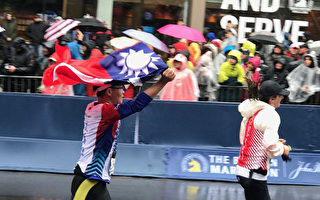 台選手不畏惡劣天候 披國旗跑波士頓馬拉松