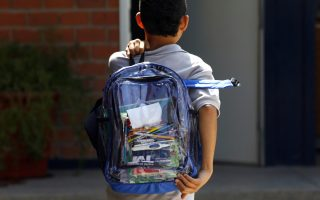加强校园安全 长岛一校规定背透明书包