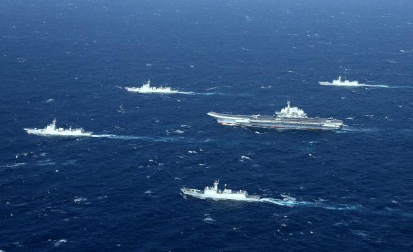 中共積極發展軍事力量,並向外擴張,引外界擔憂。圖為中共海軍。(STR/AFP)
