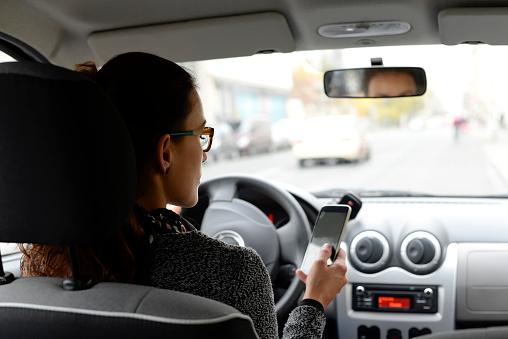 分心驾驶可能是目前最严重的安全问题。(Getty Image)