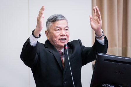 经济部长沈荣津首度松口,指燃气和燃煤的配比会随时依情况调整,但火力发电比例达八成的目标仍不变。