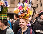 2018年4月1日,纽约举行复活节游行,帽子争艳第五大道。(戴兵/大纪元)