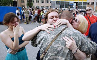 不知军人儿子返家 这位妈妈的反应令人动容