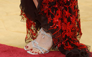 一百万美元一双!美女星这双鞋终于展出 好美
