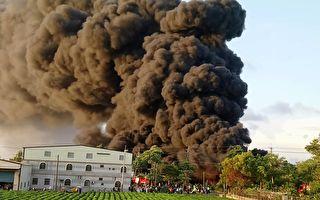 高雄弥陀塑胶厂燃烧5小时 黑烟北飘30公里