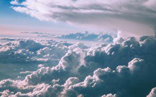 雲層後面忽現奇異現象 他連忙停下自行車錄影