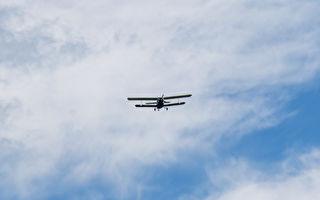 飛機驚險降落 開心拍照的觀光客反應夠快躲過一劫