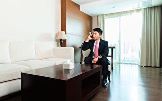 他沉寂多年突然被任命為五星級酒店經理 引起各種猜測