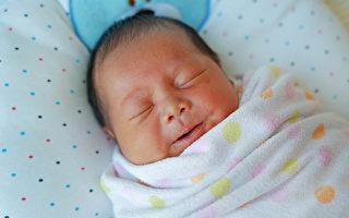 出生便歷經磨難 女嬰九個月時第一次笑了
