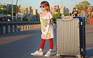 小女孩獨自站在商業區 換了衣服後 社會實驗竟被迫喊卡