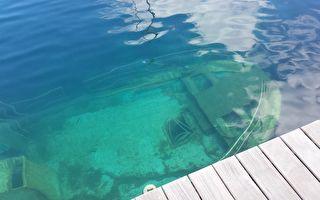 自由潜水者探索海底沉船 不戴装备让人捏把冷汗