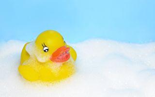"""宝宝洗澡玩的黄色小鸭""""内藏祸心""""?"""
