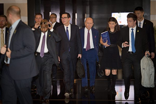 美中首轮贸易谈判中的美方代表。(NICOLAS ASFOURI/AFP/Getty Images)