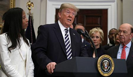 身在朝鮮的CNN記者里普利(Will Ripley)說,朝鮮官員在聽到美國總統川普取消美朝首腦會談之後,感到震驚。圖為川普在宣布取消美朝首腦會談後,在白宮發表演說。(Win McNamee/Getty Images)
