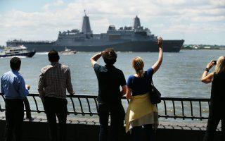 軍艦週落幕 阿靈頓號駛離紐約 民眾揮手道別