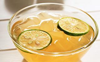 愛玉凍解暑 加點蜂蜜檸檬汁 酸酸甜甜像極了戀愛的滋味