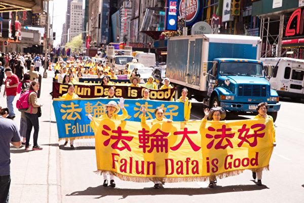组图:世界法轮大法日 纽约举行盛大游行