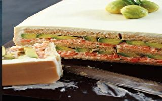 北歐三明治蛋糕:燻鮭塔塔醬&酪梨三明治蛋糕