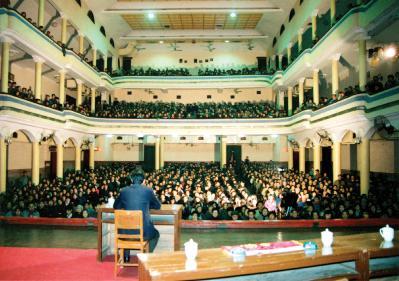 1993年3月29日至4月7日,李洪志大師在武漢舉辦了第二期法輪功學習班。(明慧網)