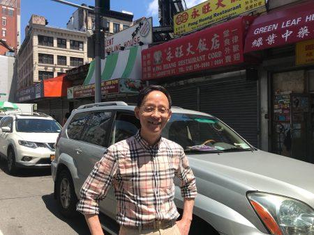 在律師樓工作的華埠社區人士陸東先生對庫默的選舉權決定表達了一己之見。
