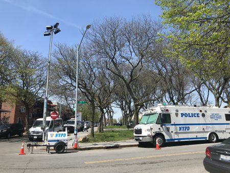 警方在附近加强安保,设临时报警点。