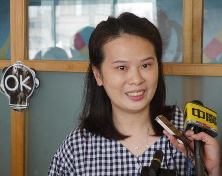 苏莉雅说,我们从不在湘云面前落泪,要让她知道自己不是病人,还可以帮助并鼓励别人。
