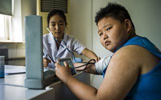 中国儿童超重率直追美国 农村儿童胖得更快