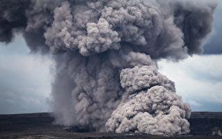 火山灰喷至3千多米 夏威夷发首个红色警报