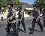 印尼教堂及警察局接连遭恐袭 已造成26死