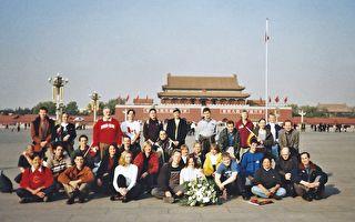 36位老外在天安门广场合影留念 竟引起世界的震动与关注