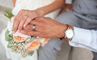 """夫10个月策划结婚纪念 妻惊喜连连""""天哪"""""""