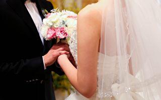 結婚7年妻子穿著白紗等待先生進門 結果……