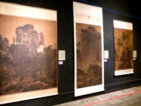故宫国宝文物复制书画台东展出。